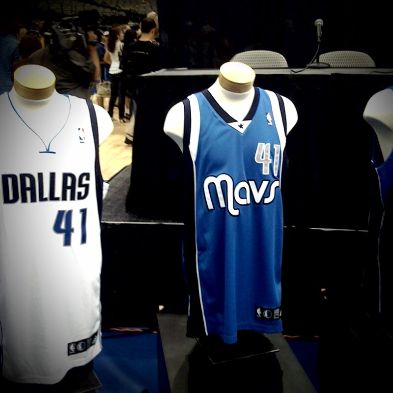 new arrival b74f2 bb788 Dallas Mavericks Unveil New Uniforms and, Very Casually ...