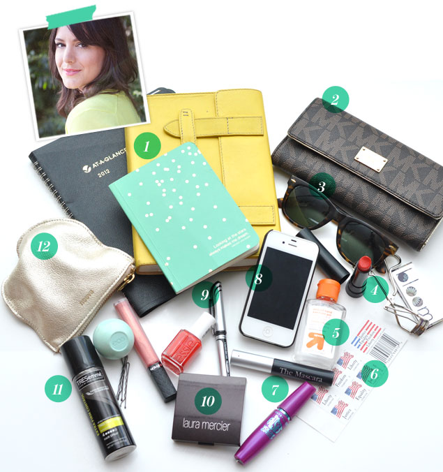 What's in Kendi Skeen from Kendi Everyday's bag?