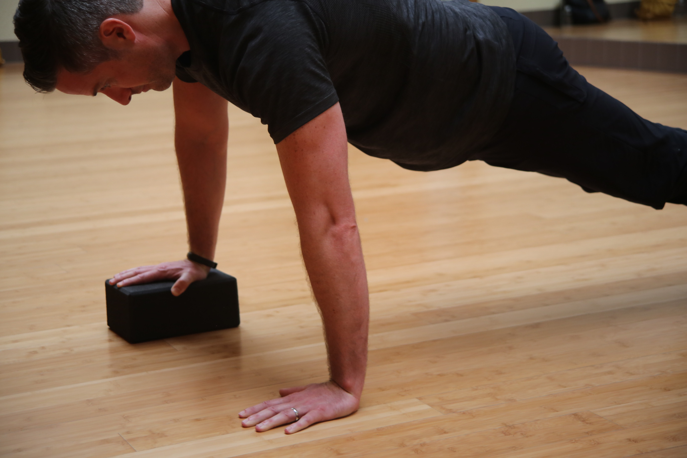 Workout of the Week_Week 3_Uneven Hands Pushup_1