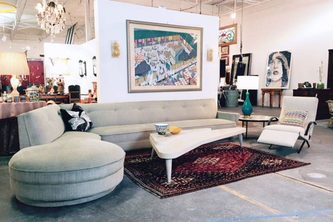 Inside Editions: Make yourself at home among the showroom's stylish vignettes.