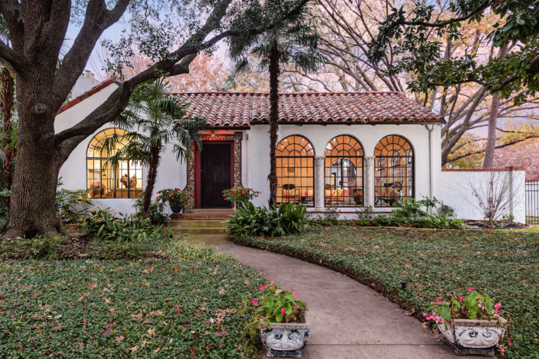Hot Property Stunning Spanish Colonial Style In Highland