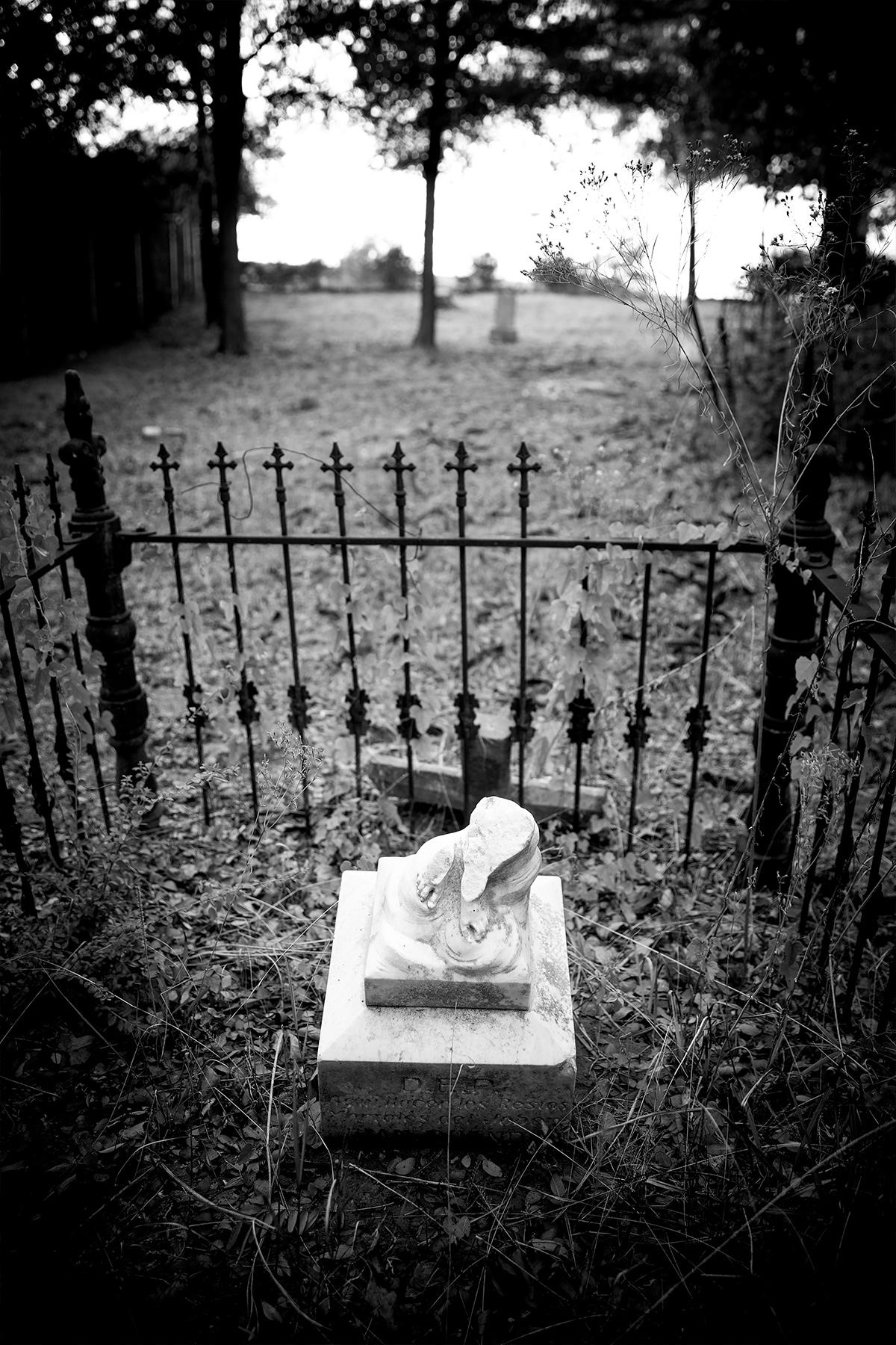 Campo Santos de Cemento Grande broken statue