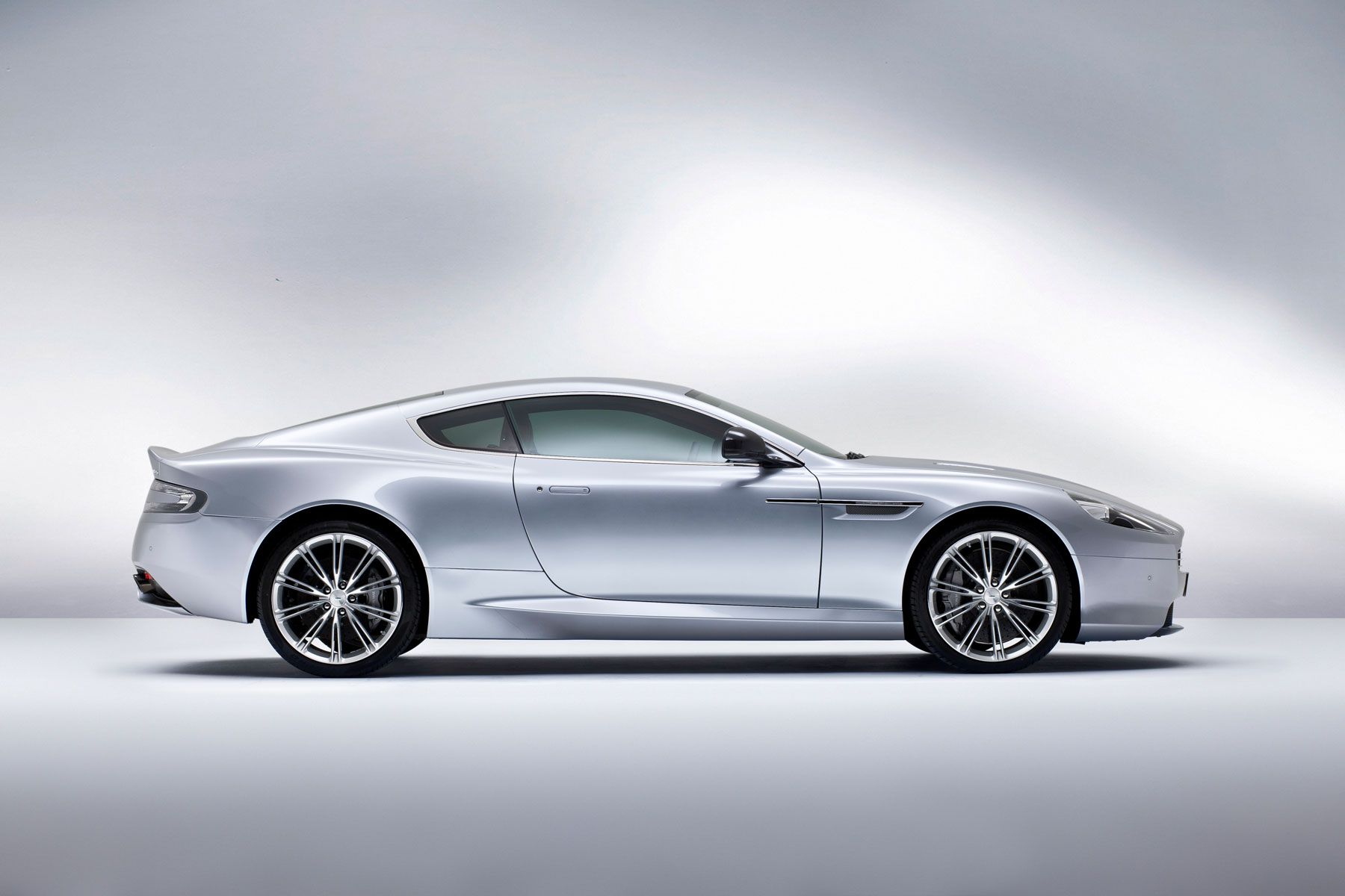Auto Review: Aston Martin DB9 Volante